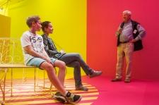 Pink-gelber Raum