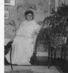 Gertrud Sobernheim im Damensalon